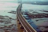 10 kmb tarcz osłonowych mostu Severn Cross łączącego Anglię z Walią pomalowanych Synthatec